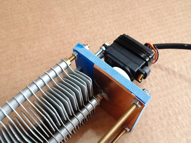 CV-1M, Condensador variable de 30/350pF con motor